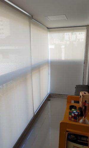 Imagem de sacada com persiana rolo perfect glass