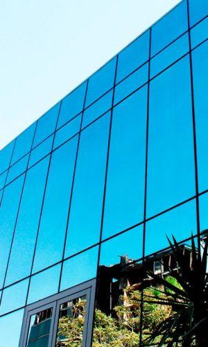 imagem de Prédio Espelhado com pele de vidro perfect glass